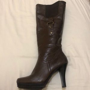 Brown Tall heeled boots